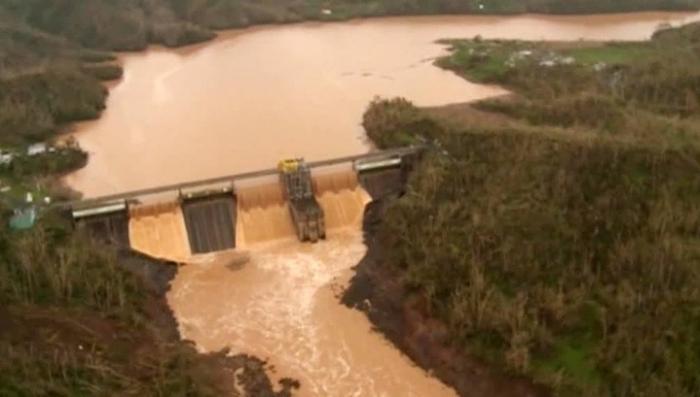 В Пуэрто-Рико из-за обрушения дамбы эвакуируют десятки тысяч людей