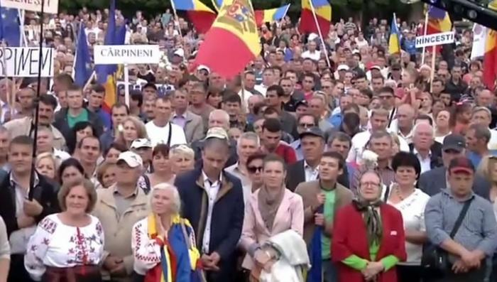 В Молдавии проходят митинги с требованиями расширить полномочия Додона