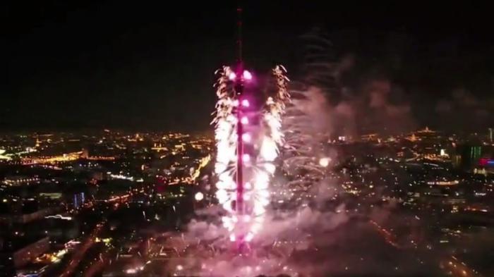 Фестиваль «Круг света» открылся в Москве красочным шоу сразу на трёх площадках