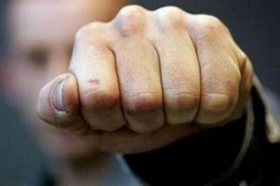 Киев: сторонники ЛНР избили патриотку за хайль-бандеровские вопли