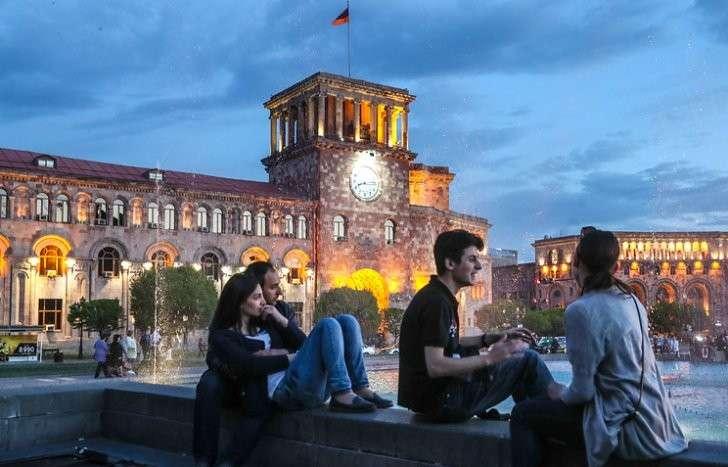 Здание правительства Армении на площади Республики в Ереване