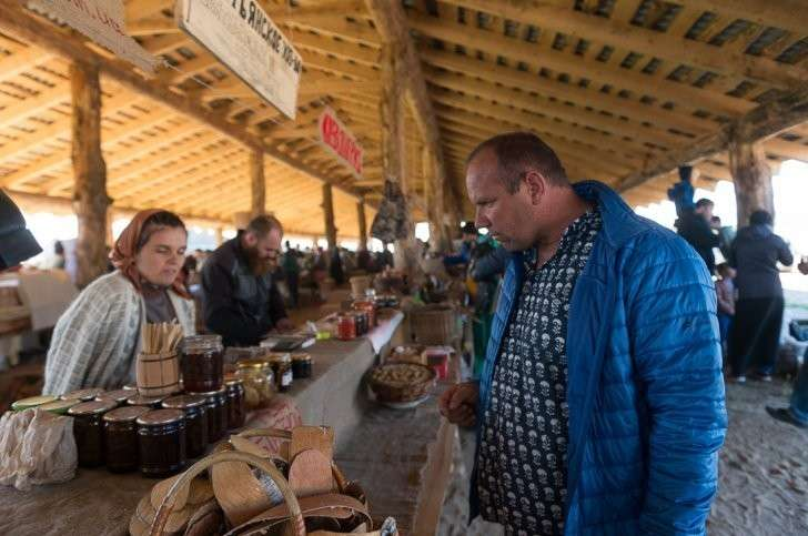 Как живут новые русские крестьяне (педерастам и накрашенным вход воспрещён)