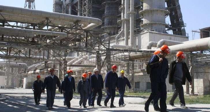 Крупнейший завод олигарха Фирташа в Крыму объявил о рейдерской атаке