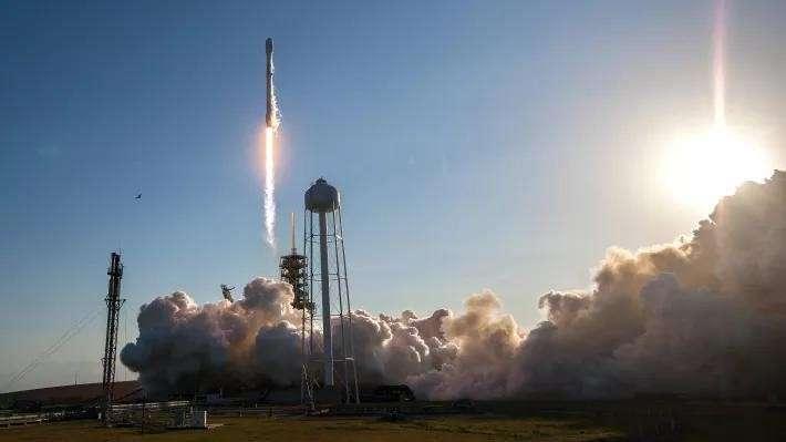 Скандал вокруг Илона Маска и компании SpaceX. А были ли испытания ракет?