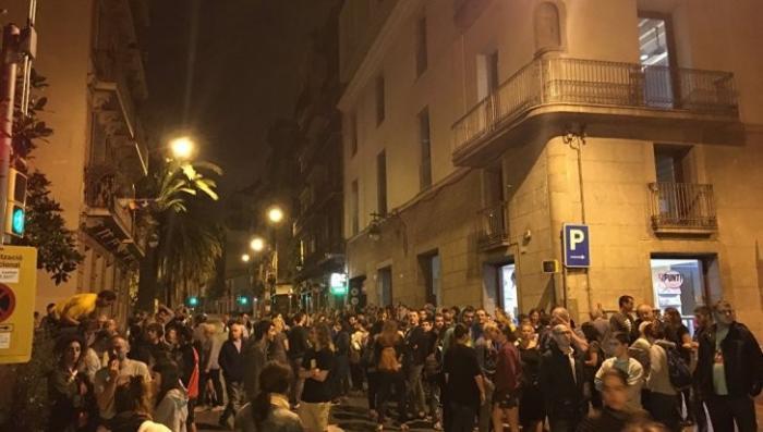 Каталония, референдум: у избирательных участков собрались очереди