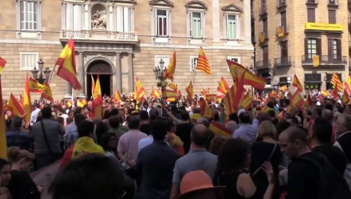 Испания погружается в истерику из-за возможного отделения Каталонии