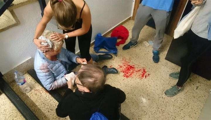 Полиция начала стрелять по каталонцам
