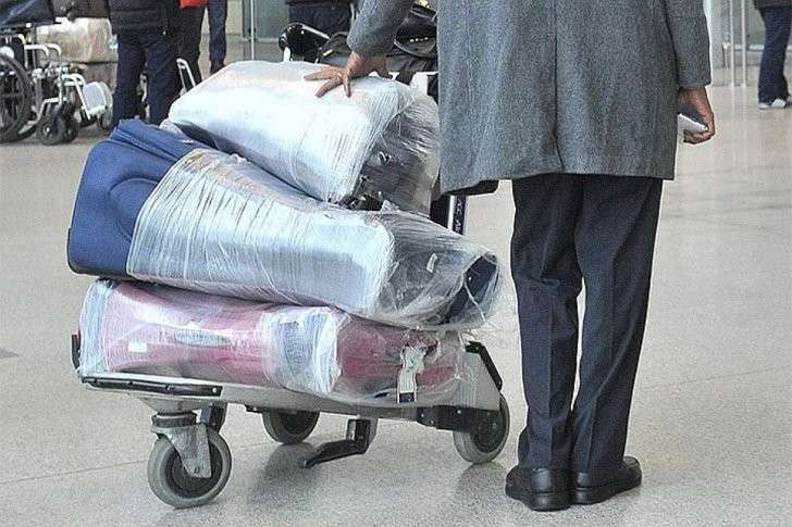Багаж в самолет платный