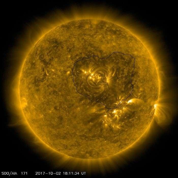 Солнце: темная фигура, похожая на сердце образовалась и исчезла