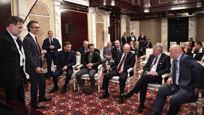 Владимир Путин посмотрел фильм «Салют-7»