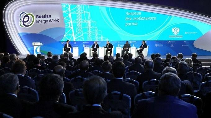 Владимир Путин принял участие в заседании форума «Российская энергетическая неделя»