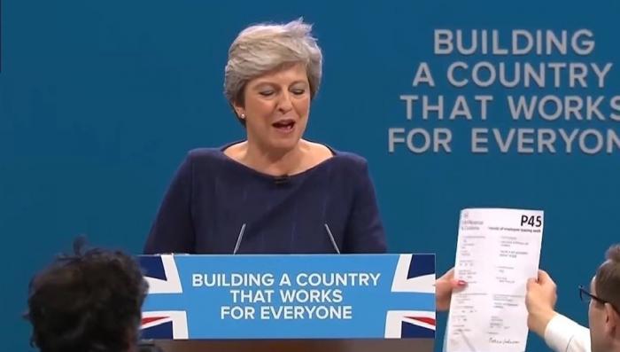 Лондон: Терезу Мэй «попросили на выход» в прямом эфире