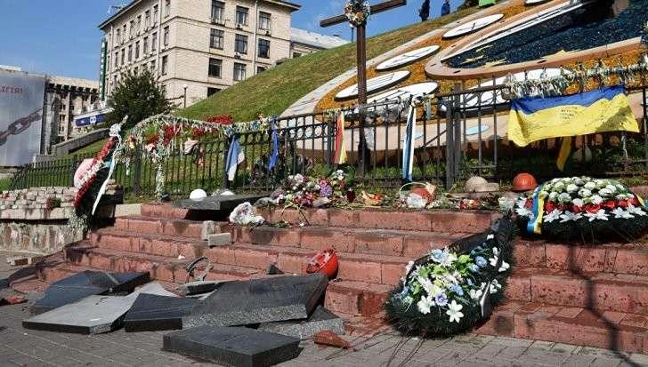 Киев: памятник майдаунам небесной сотни разгромили