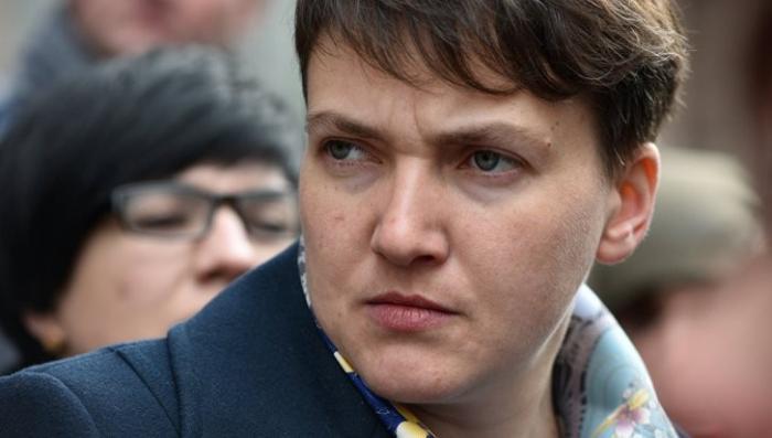 Надежда Савченко сломала пастору Турчинову микрофон во время драки в Раде