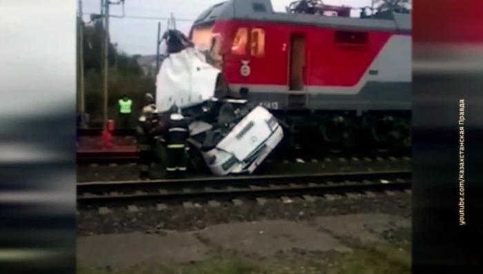 ДТП во Владимирской области: поезд въехал в автобус. Создана горячая линия