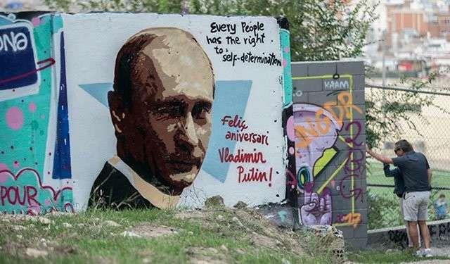 Париж, Барселона: на улие появились граффити с Владимиром Путиным в честь его юбилея