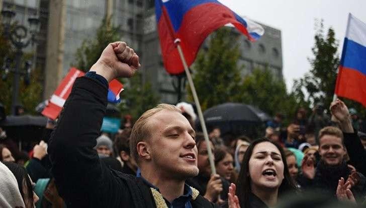 Москва: на Пушкинскую площадь пришли около 700 навальнят