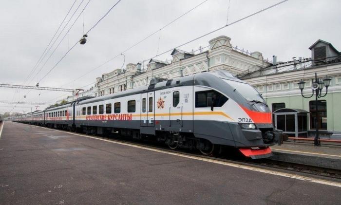 На Рижском направлении МЖД начал ходить именной поезд «Кремлевские курсанты»