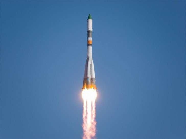 Летайте в космос на айфонах! Посольство России в Британии остудило журналиста «Times»