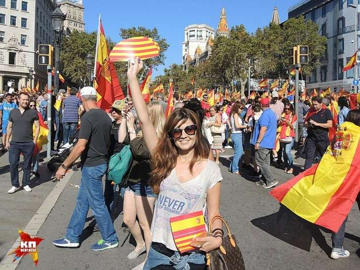 Очень милая девушка Ванесса в точности выразила чувства умеренных каталонцев Фото: Дарья АСЛАМОВА