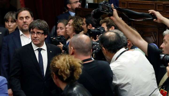 Независимость Каталонии на время откладывается: глава региона призвал к диалогу с Мадридом