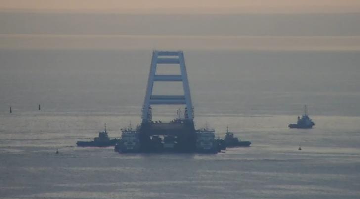 Мост в Крым: установка автодорожной арки Керченского моста. Все подробности