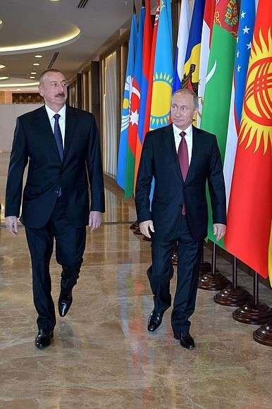 СПрезидентом Азербайджана Ильхамом Алиевым перед началом заседания Совета глав государств– участников Содружества Независимых Государств.