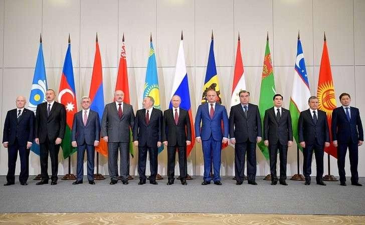 Перед началом заседания Совета глав государств– участников Содружества Независимых Государств.