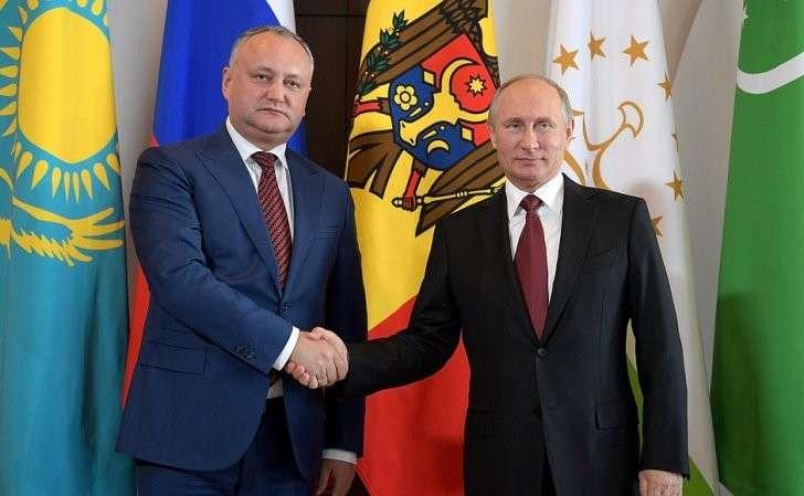 СПрезидентом Молдовы Игорем Додоном перед началом заседания Совета глав государств– участников Содружества Независимых Государств.