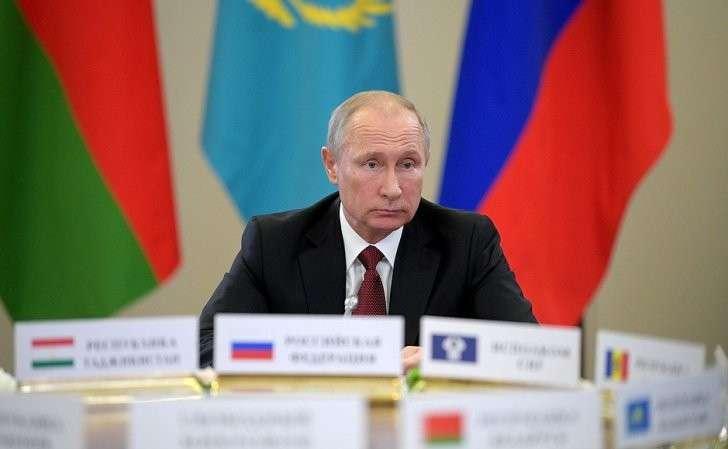 Назаседании Совета глав государств– участников СНГ вузком составе.