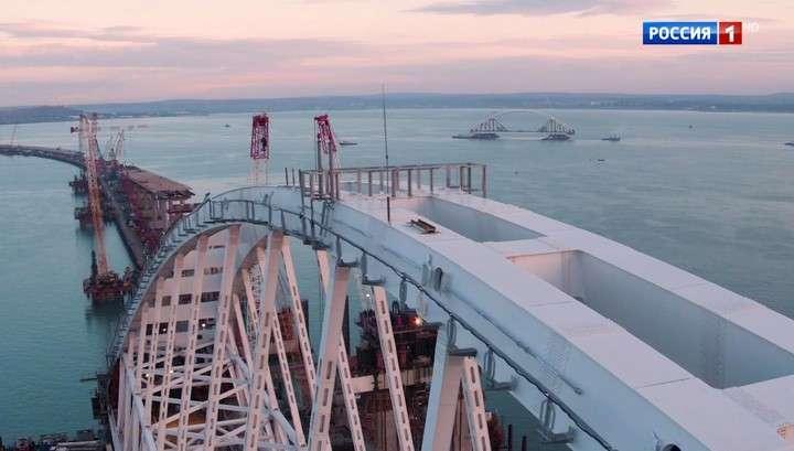 Крым: началась установка автомобильной арки Керченского моста