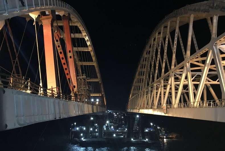 Автодорожная арка Керченского моста поднята на проектную высоту
