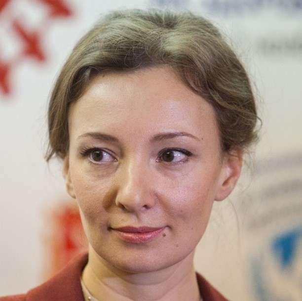 Попадья Кузнецова прошла собеседование у Познера и метит в министры