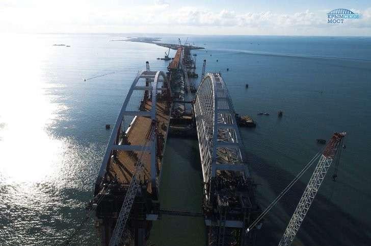 Морская операция по установке автодорожной арки  Керченского моста завершена
