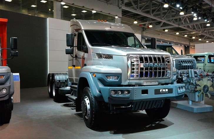 Группа ГАЗ представила новую дорожную версию седельного тягача Урал Т25.422
