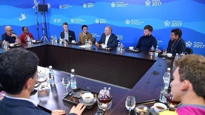 Владимир Путин встретился сучастниками XIX Всемирного фестиваля молодёжи истудентов