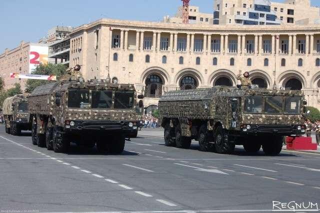 Оперативно-тактический ракетный комплекс «Искандер» на военном параде в Ереване
