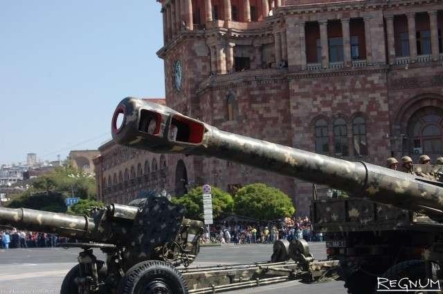 152-мм гаубица Д-20» на военном параде в Ереване