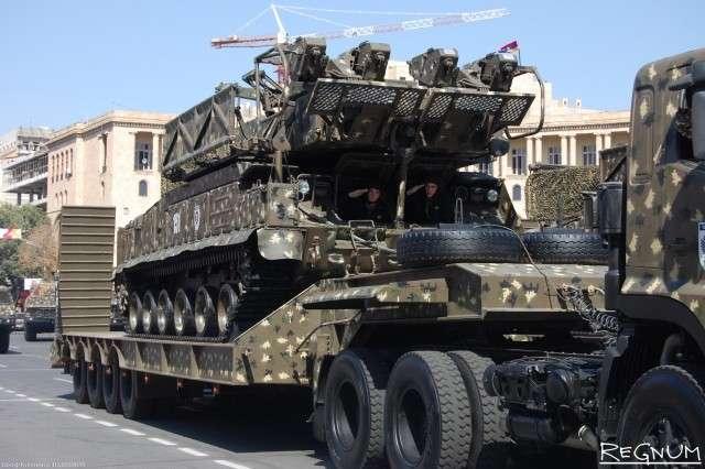 Зенитно-ракетный комплекс средней дальности «Бук» на военном параде в Ереване