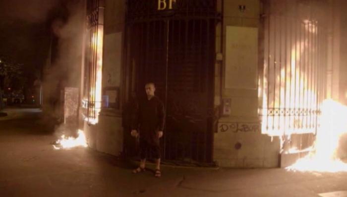 Франция: Павленского после поджога банка могут депортировать
