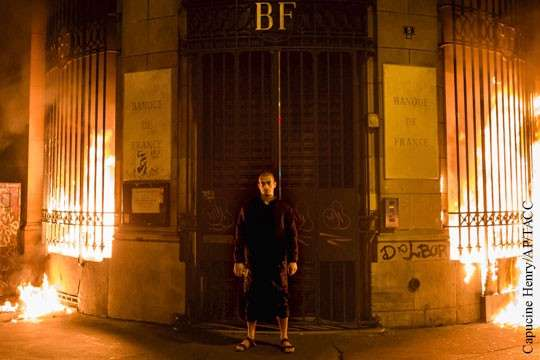Психопат Павленский пытается разжечь пожар мировой банковской революции