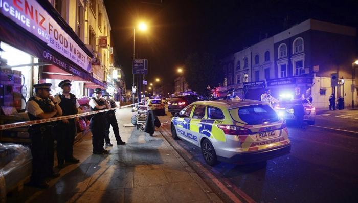 Лондон: неизвестный террорист напал на прохожих с ножом