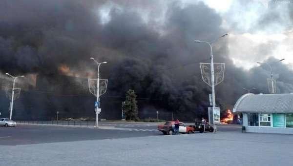 Киевские каратели разбомбили вокзал в Донецке