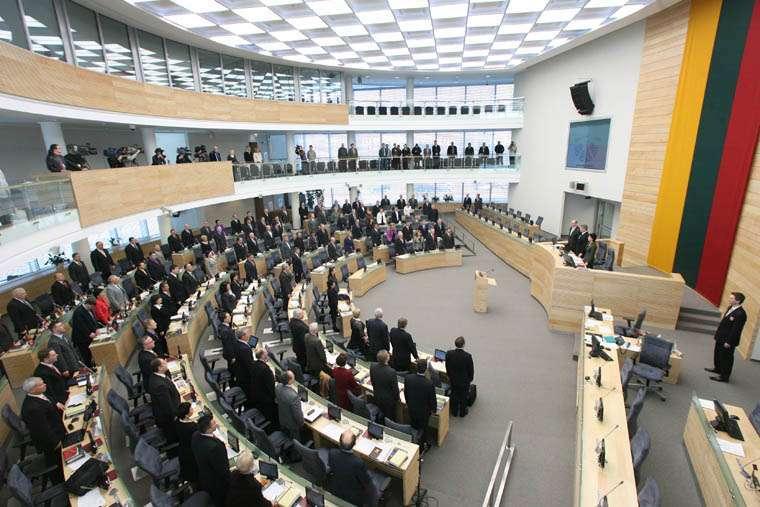 НАТО должно начать бомбардировки Киева, чтобы принудить Украину к миру
