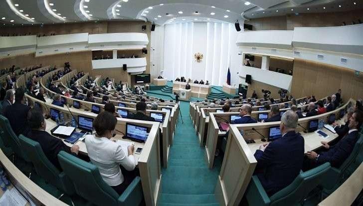 Запрет RT в США: Совфед предложил ограничить работу пяти американских СМИ в России