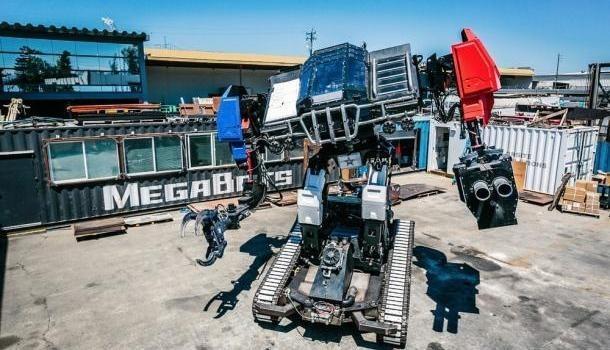 США против Японии: состоялась первая в мире битва боевых человекоподобных роботов