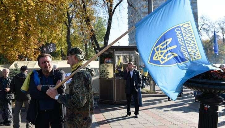 Киев: боевиков стягивают на митинг к зданию Рады