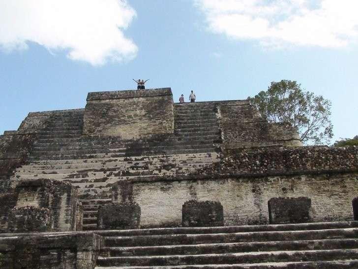 Эта пирамида старше Колизея! Но её больше нет, дикари пустили её на строительство дороги
