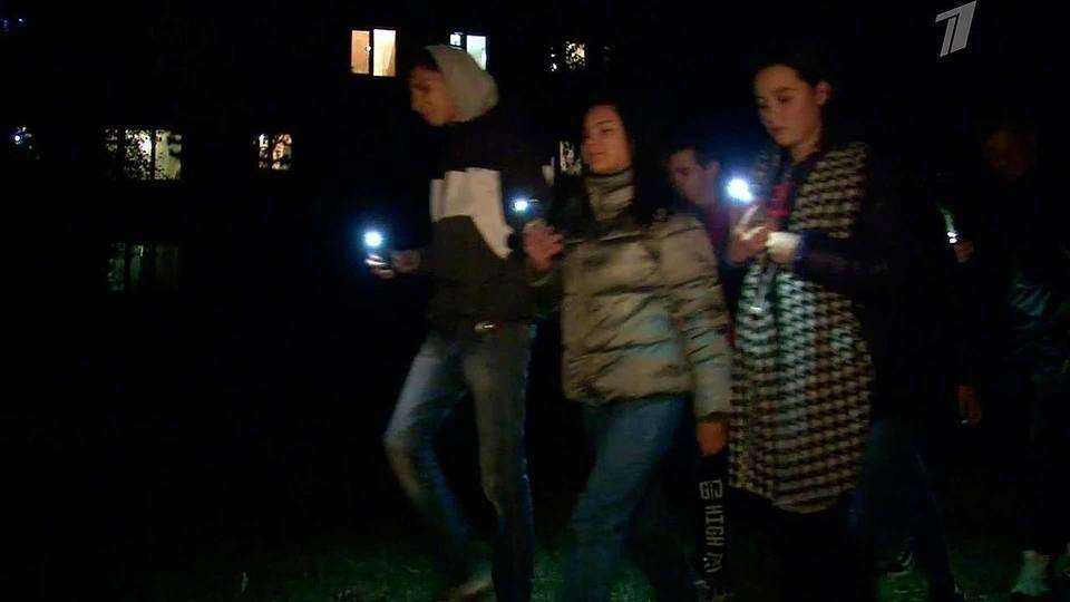 Власти Екатеринбурга заставили жителей ходить по дворам с фонариками