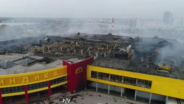 Следствие определилось с главной версией: строительный центр «Синдика» подожгли специально